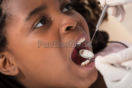 african, girl, at, the, dentist - 22696021
