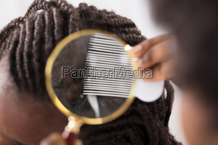 dermatologist, looking, at, patient's, hair - 22696013