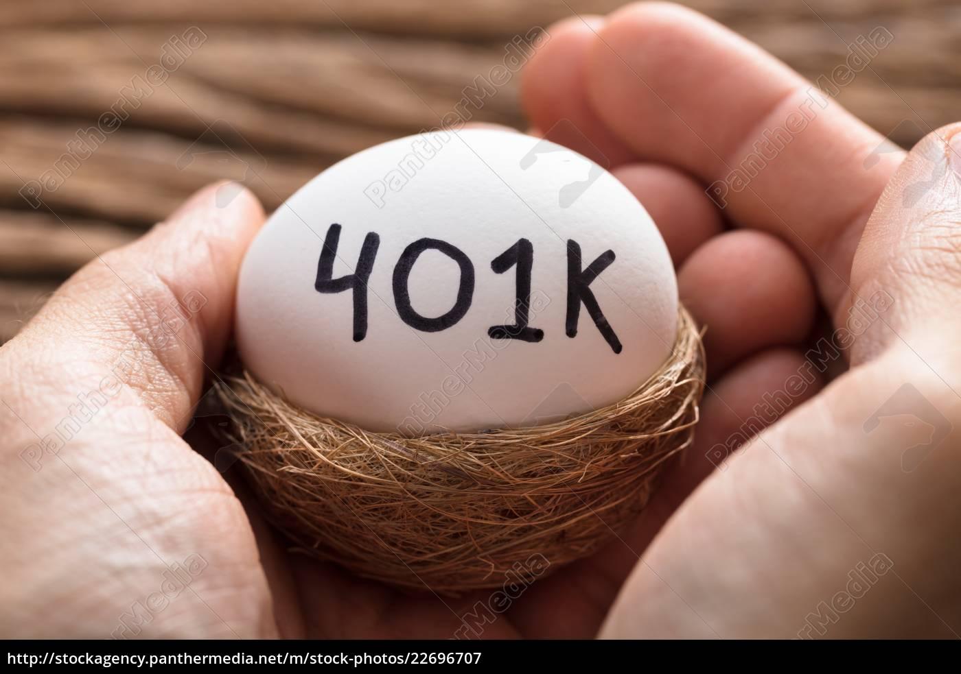 hands, holding, 401k, white, egg, in - 22696707