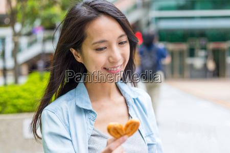 woman, holding, butterfly, cracker - 22700669