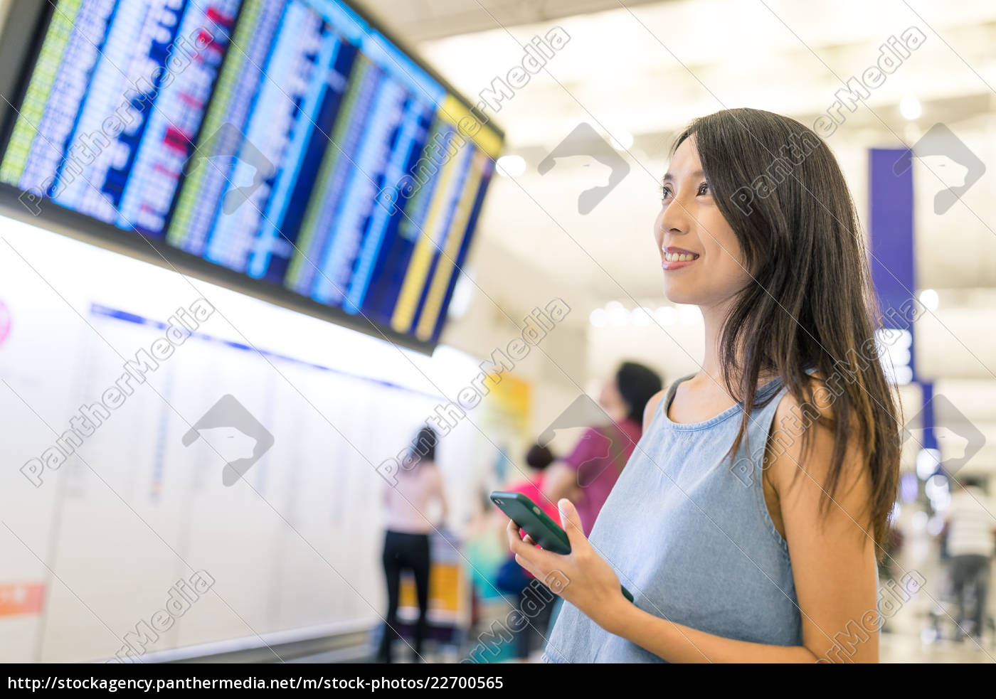woman, looking, at, the, flight, number - 22700565