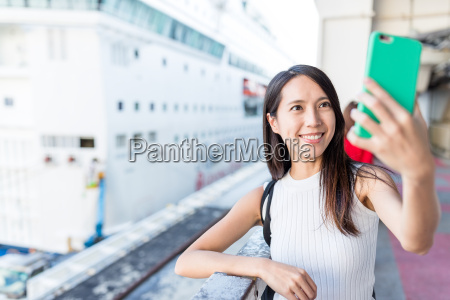 woman, taking, selfie, with, cruise - 22700701
