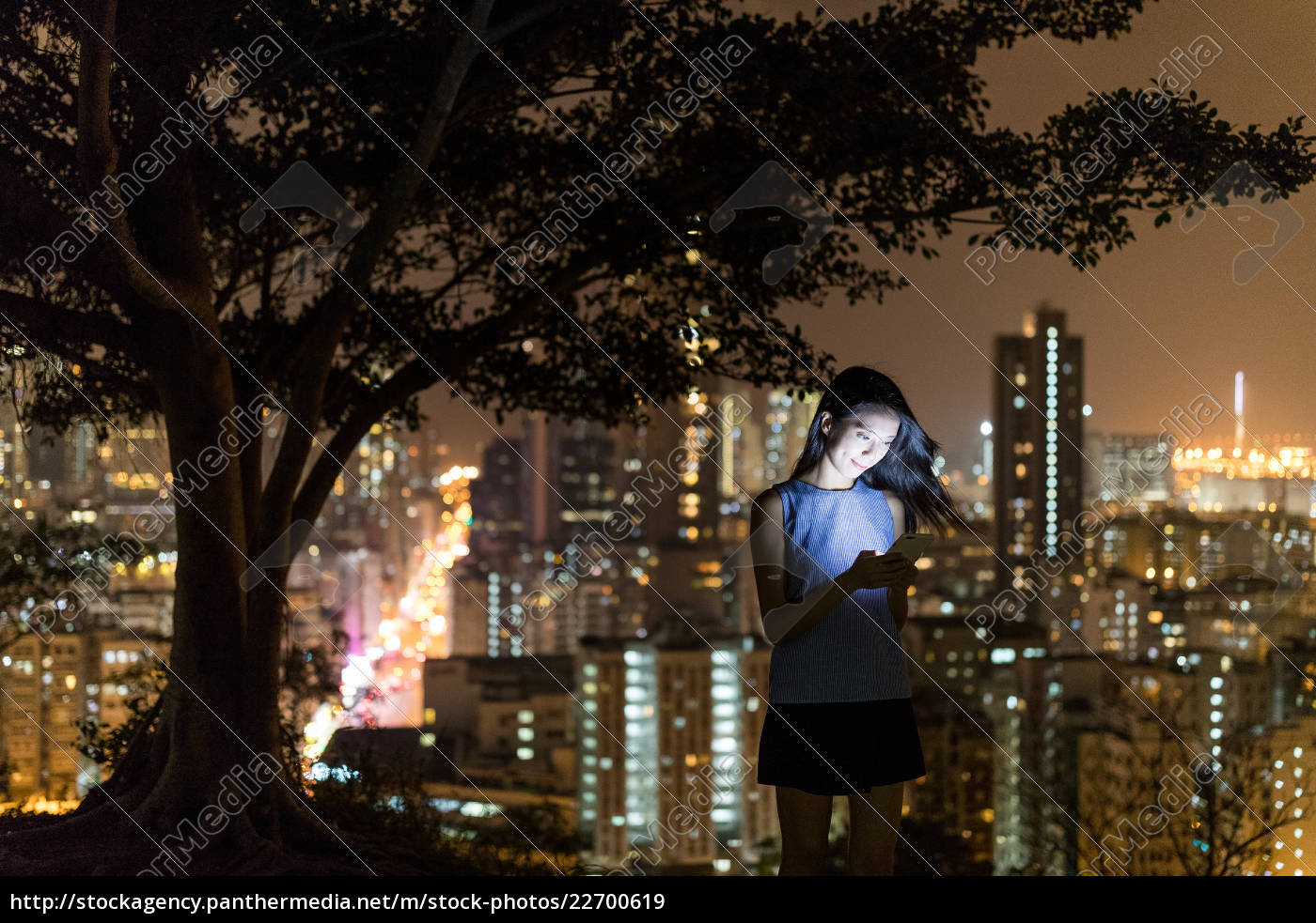 woman, use, of, cellphone, at, night - 22700619