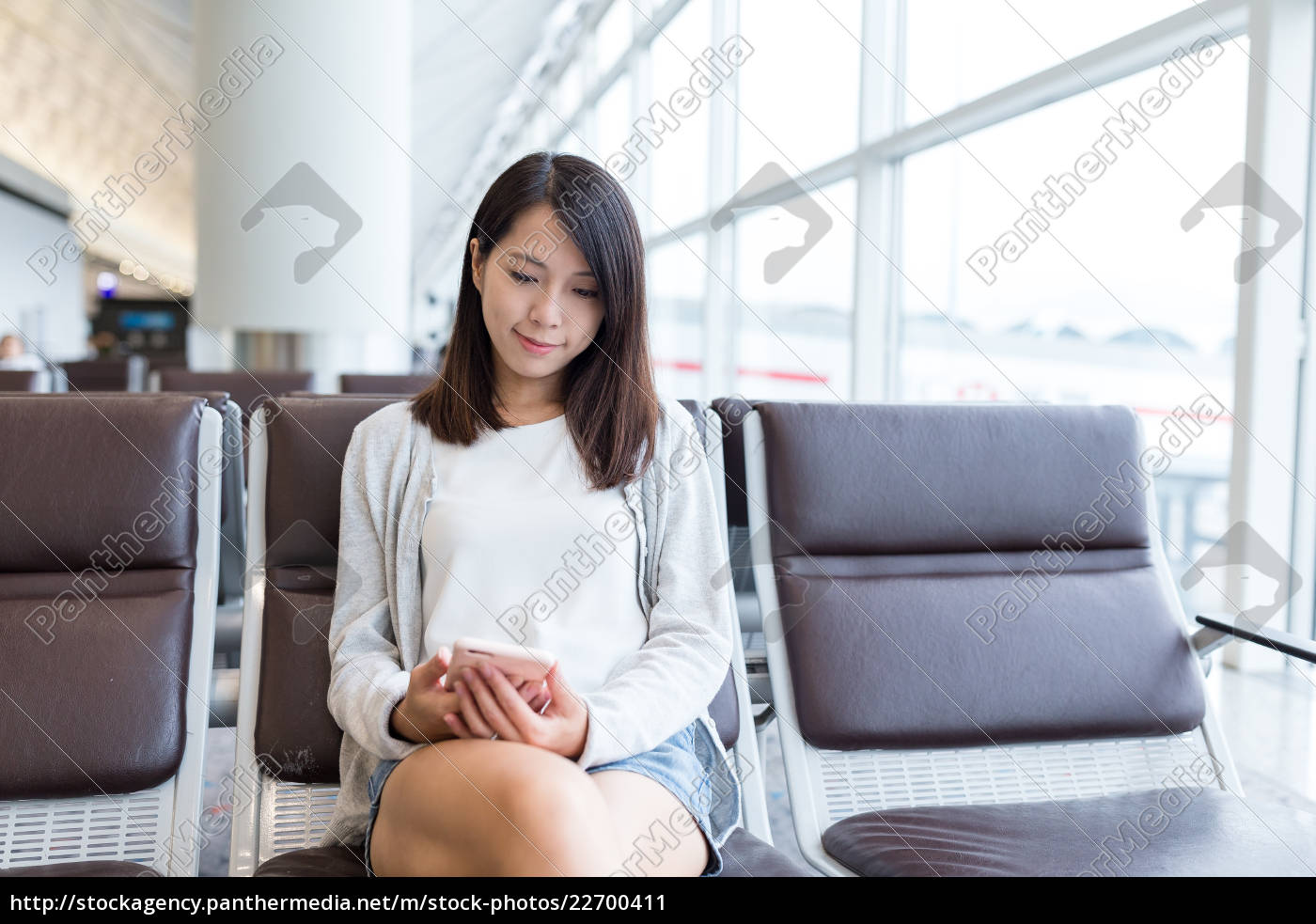 woman, use, of, cellphone, in, airport - 22700411
