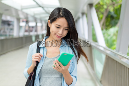 woman, use, of, cellphone - 22700663