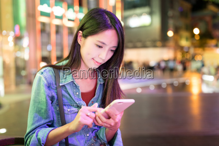 woman, use, of, smart, phone, in - 22700647