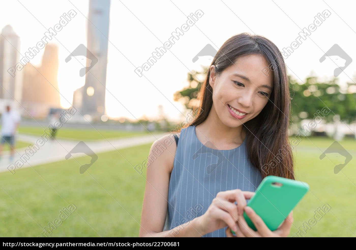 woman, use, of, smart, phone, in - 22700681