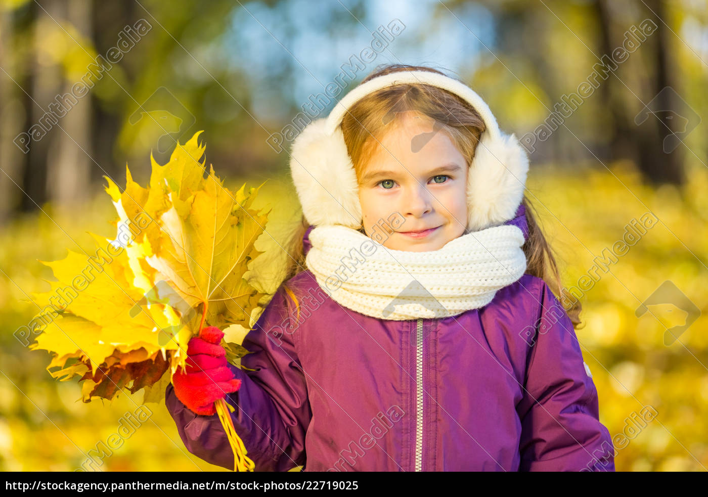 happy, little, girl, in, earflaps, with - 22719025