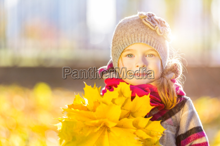 happy, little, girl, with, autumn, leaves - 22719031