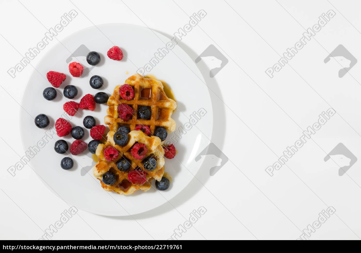 waffles, with, berries, and, maple, syrup - 22719761