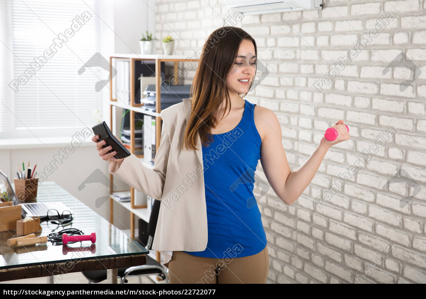 businesswoman, holding, calculator, exercising, with, dumbbells - 22722077
