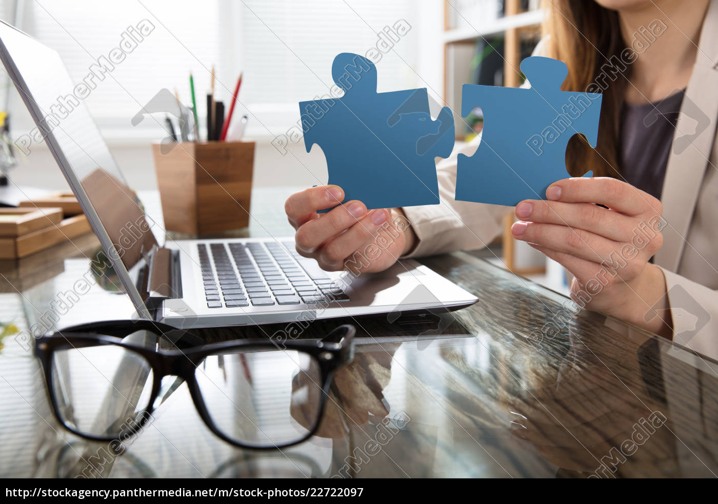 businesswoman, holding, jigsaw, puzzle, in, office - 22722097