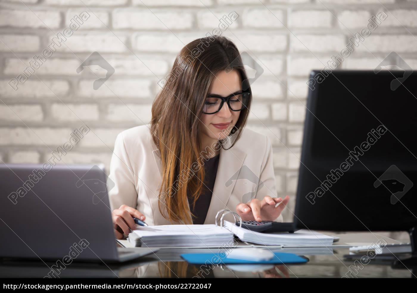 smiling, accountant, using, calculator - 22722047