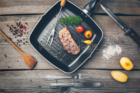 delicious, grilled, steak, with, seasoning, on - 22727505