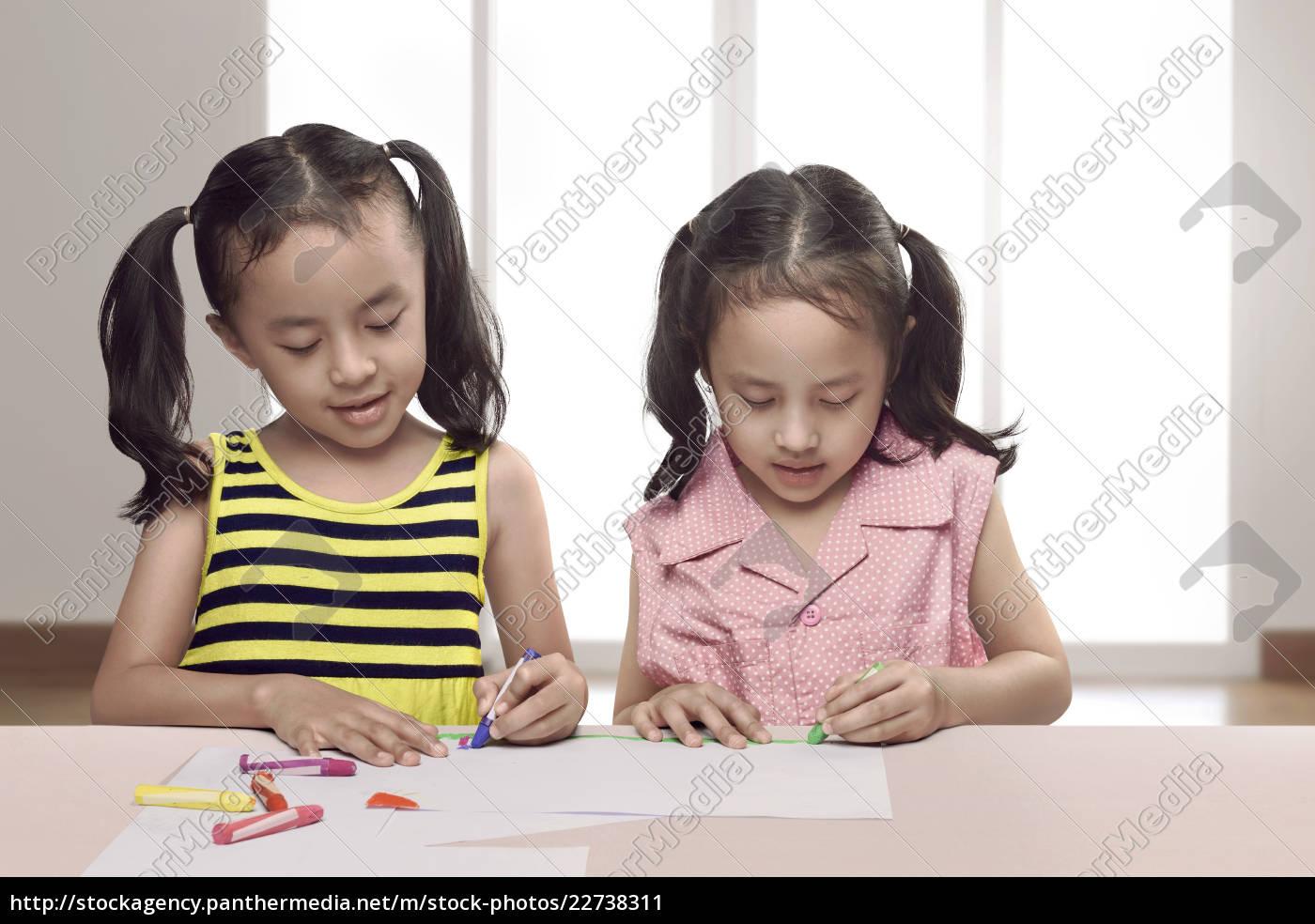 portrait, of, two, asian, little, girl - 22738311