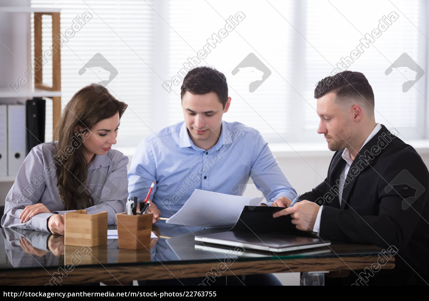 advisor, discussing, with, couple - 22763755