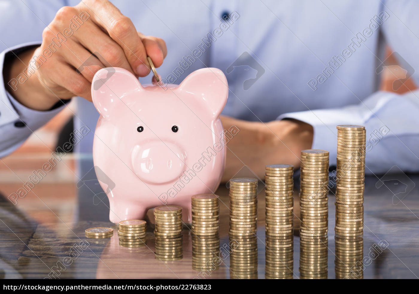 businessman, insert, coins, in, piggy, bank - 22763823