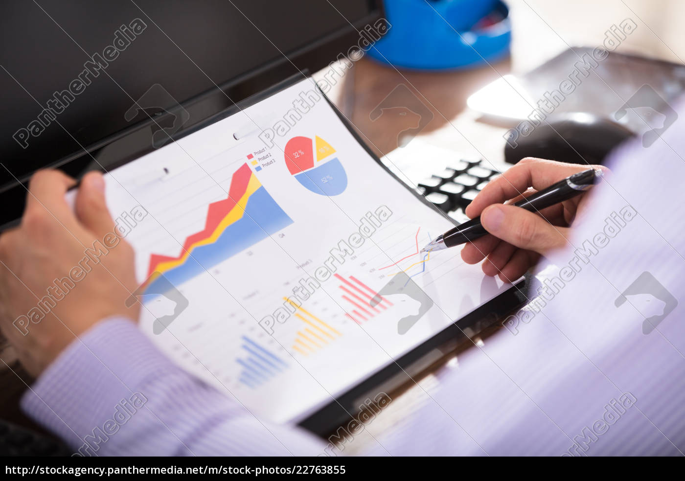 businessperson, analyzing, graph, in, office - 22763855