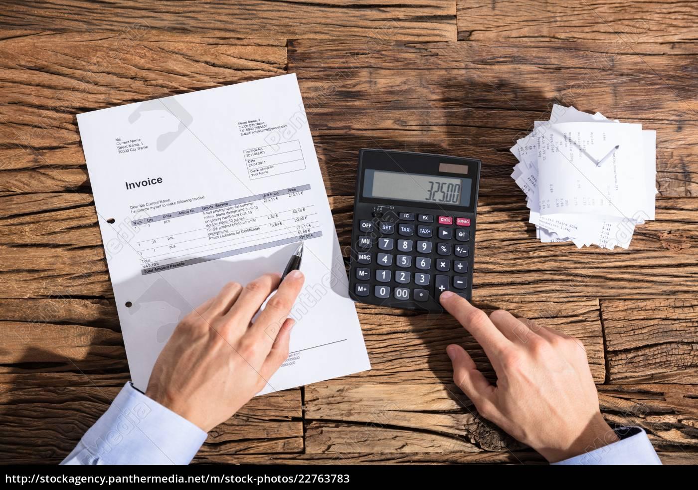 businessperson, calculating, invoice - 22763783