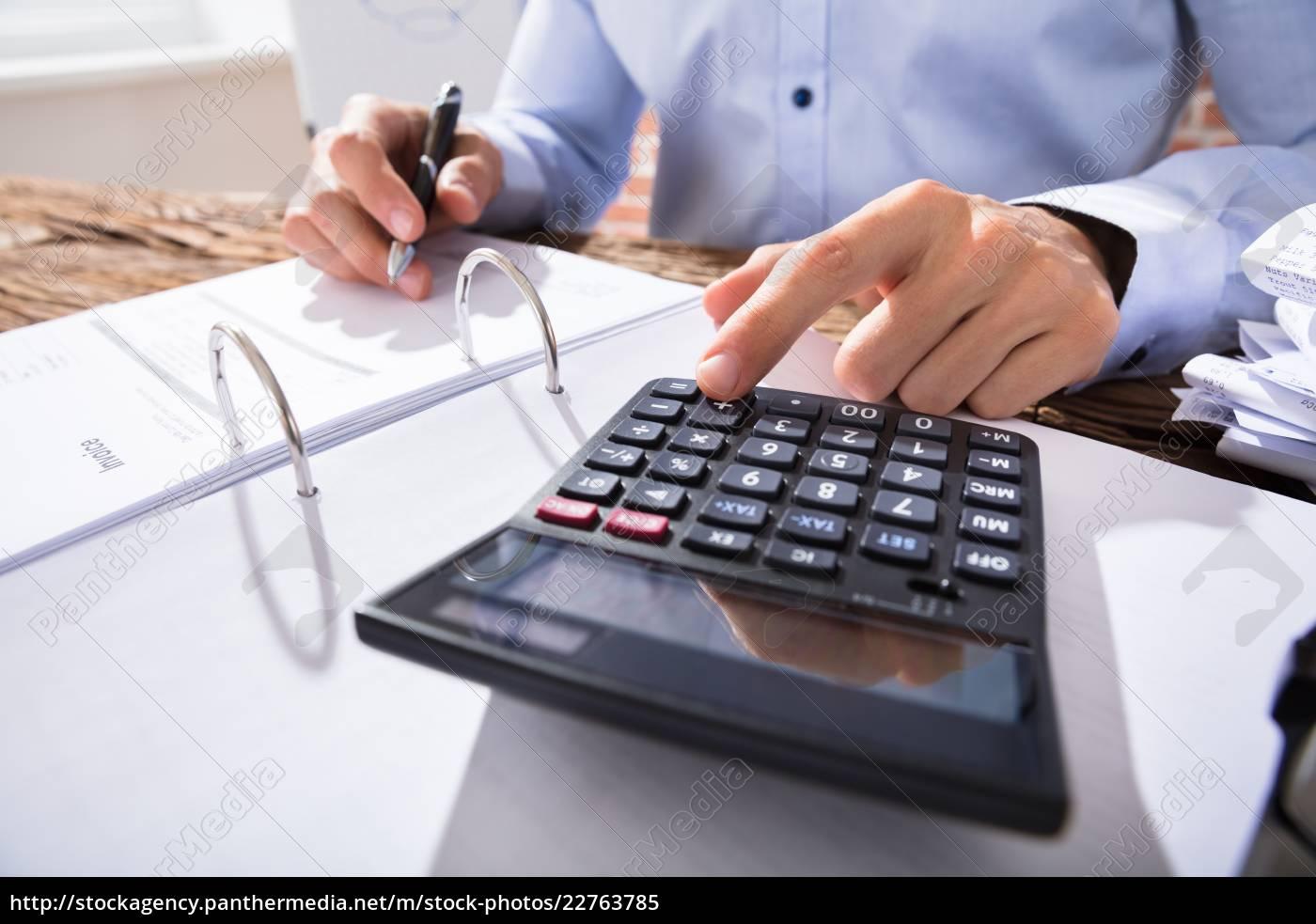 businessperson, calculating, invoice - 22763785
