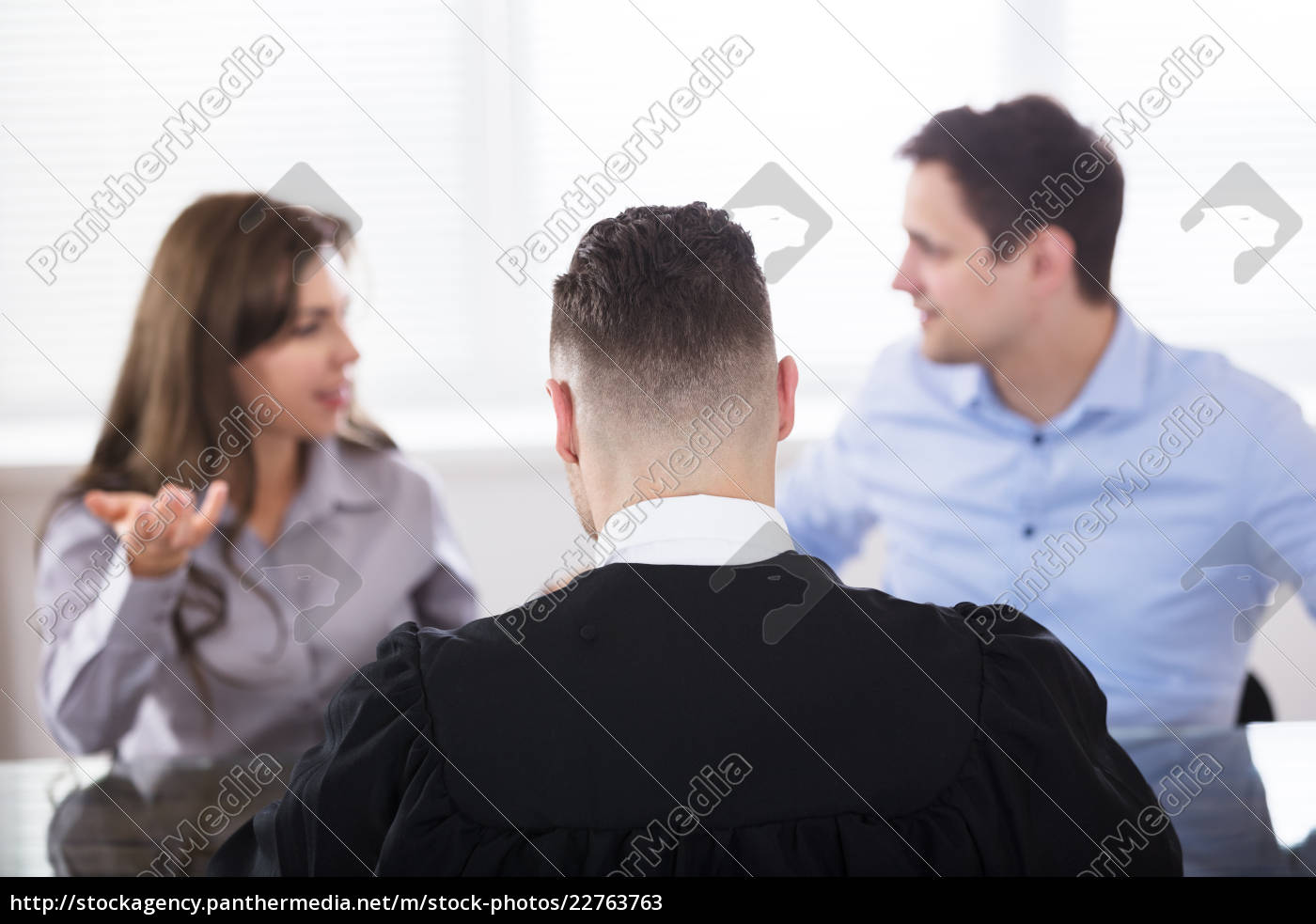 couple, quarreling, in, front, of, judge - 22763763