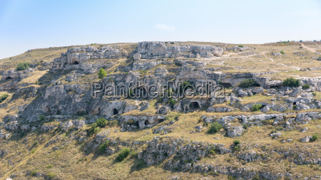 caves in the gravina canyon in