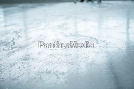 lines on ice ring