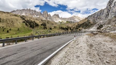 pass road groednerjoch val gardena valley