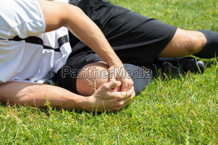 male player suffering from knee injury