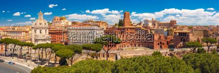 panoramma dellantico foro traiano roma italia