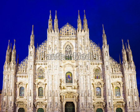 night view of milan cathedral or
