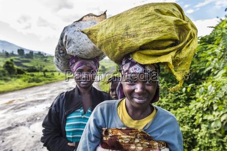 mulher mulheres passeio viajar cor feminino