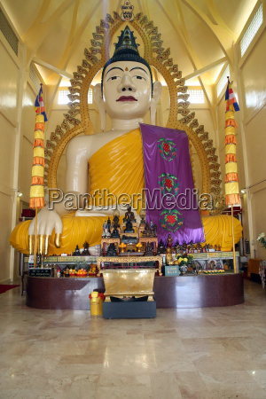 tall statue of a seated shakyamuni