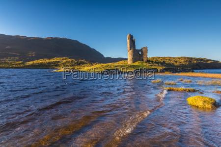 loch assynt and ardvreck castle lochinver