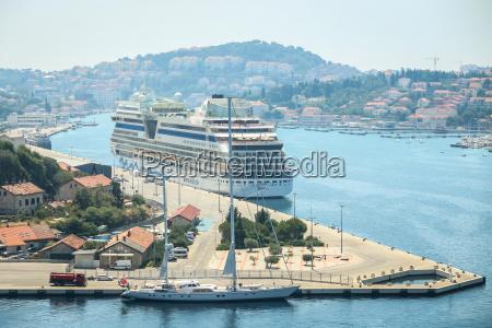 aidablu cruise ship in dubrovnik