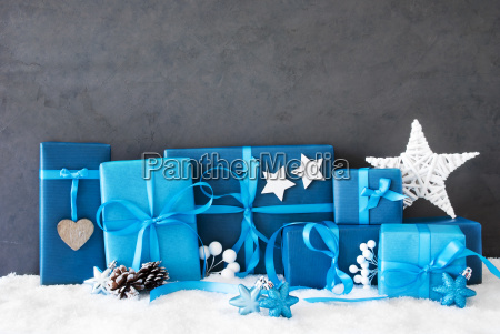 christmas gifts copy space snow