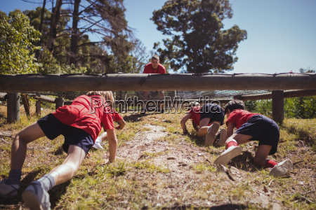 kids crawling under the net during