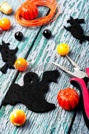 making jewelery for halloween