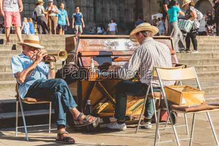 pianist and trumpet player plays for
