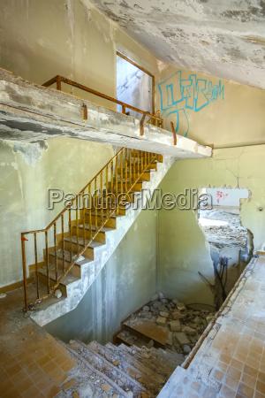 escalera arquitectura interior pared hotel metal