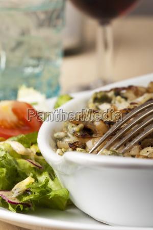 bayerische kaesespaetzle mit salat