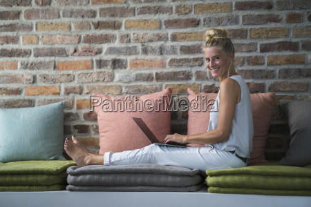 mature woman sitting on couch usine