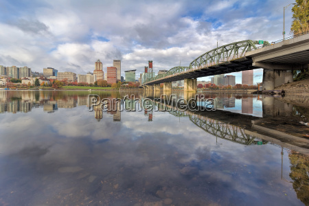 reflection of portland or usa skyline