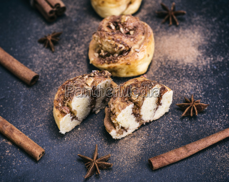 buns with cinnamon and nuts