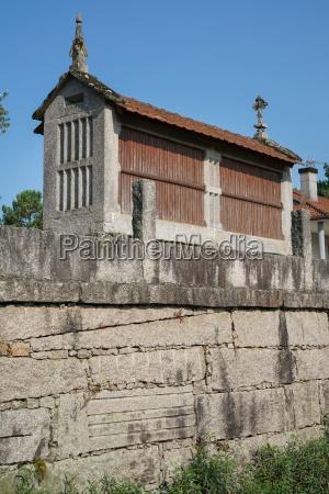 traditioneller getreidespeicher galizien spanien