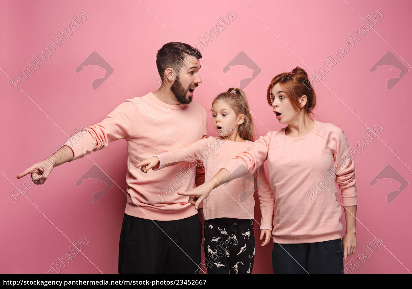 surprised, young, family, on, pink - 23452667