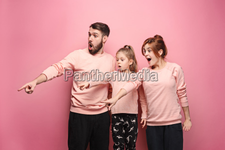 surprised, young, family, on, pink - 23452669