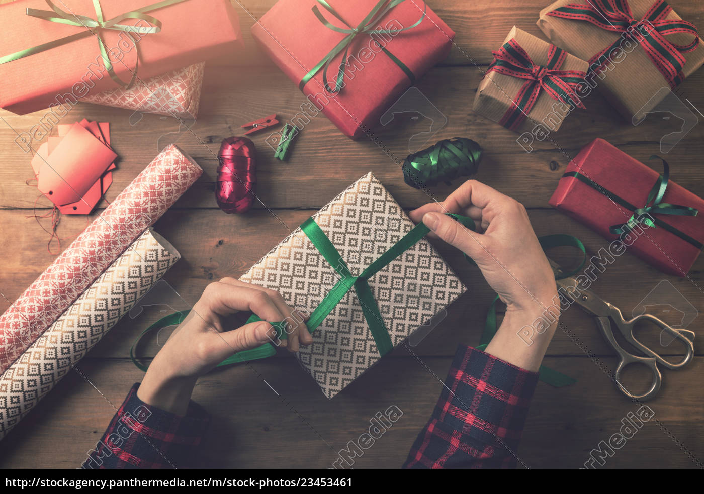 gift, wrapping., woman, tie, a, ribbon - 23453461