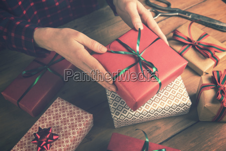 gift, shop, -, woman, holding, packed - 23456299