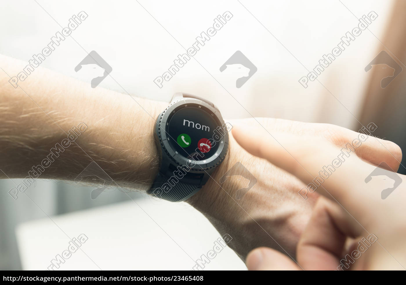 man, using, smart, watch, to, receive - 23465408